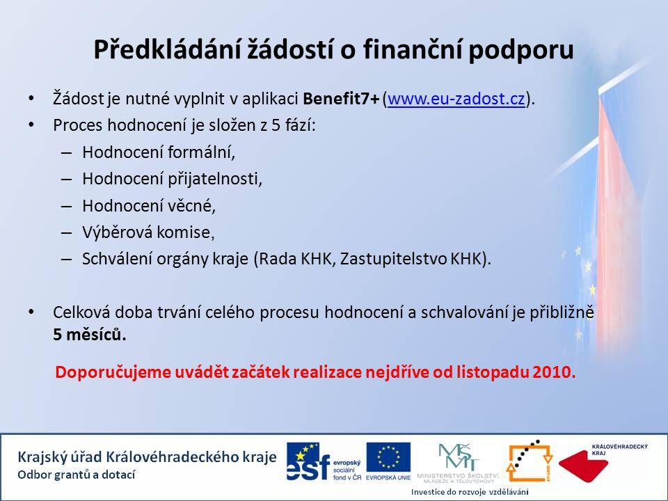 Předkládání žádostí o finanční podporu Žádost je nutné vyplnit v aplikaci Benefit7+ (www.eu-zadost.cz).www.eu-zadost.cz Proces hodnocení je složen z 5 fází: – Hodnocení formální, – Hodnocení přijatelnosti, – Hodnocení věcné, – Výběrová komise, – Schválení orgány kraje (Rada KHK, Zastupitelstvo KHK).