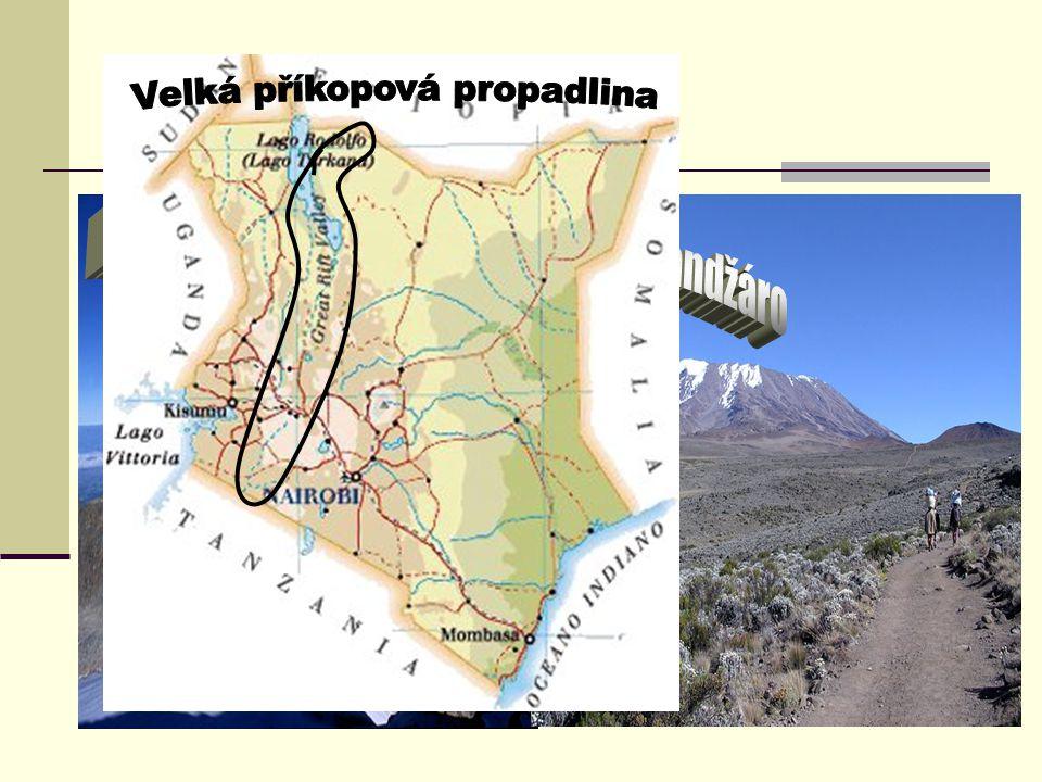 Povrch ze severu na jih prochází zemí Velká příkopová propadlina, jejíž hloubka dosahuje až 600 m a šířka až 85 km západní část od prolákliny tvoří ní