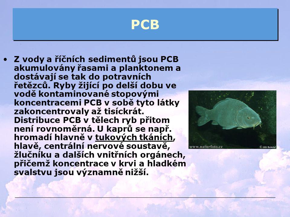 PCB Z vody a říčních sedimentů jsou PCB akumulovány řasami a planktonem a dostávají se tak do potravních řetězců. Ryby žijící po delší dobu ve vodě ko