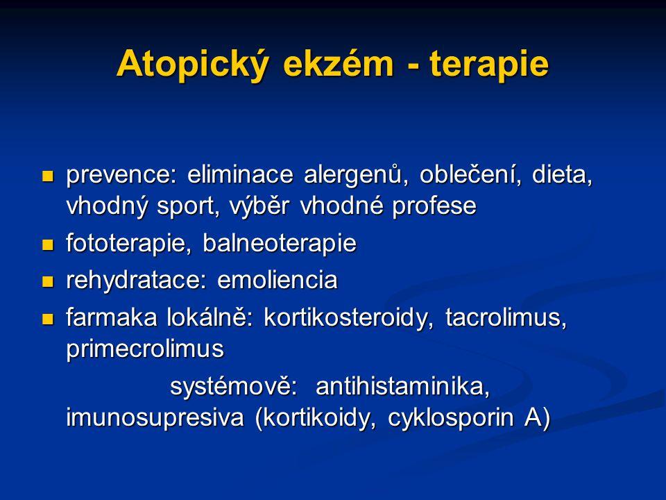 Atopický ekzém - terapie prevence: eliminace alergenů, oblečení, dieta, vhodný sport, výběr vhodné profese prevence: eliminace alergenů, oblečení, dieta, vhodný sport, výběr vhodné profese fototerapie, balneoterapie fototerapie, balneoterapie rehydratace: emoliencia rehydratace: emoliencia farmaka lokálně: kortikosteroidy, tacrolimus, primecrolimus farmaka lokálně: kortikosteroidy, tacrolimus, primecrolimus systémově: antihistaminika, imunosupresiva (kortikoidy, cyklosporin A) systémově: antihistaminika, imunosupresiva (kortikoidy, cyklosporin A)