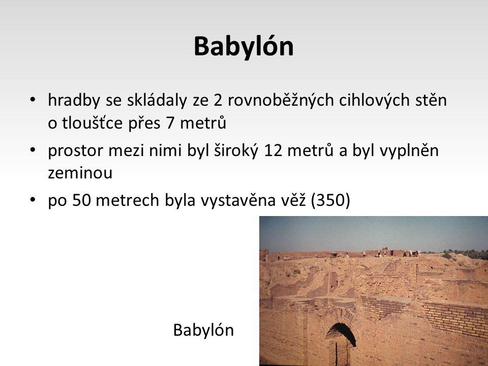 Babylón hradby se skládaly ze 2 rovnoběžných cihlových stěn o tloušťce přes 7 metrů prostor mezi nimi byl široký 12 metrů a byl vyplněn zeminou po 50 metrech byla vystavěna věž (350) Babylón