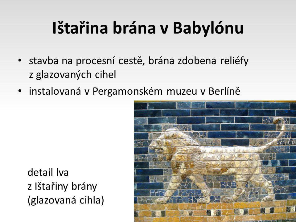 Ištařina brána v Babylónu stavba na procesní cestě, brána zdobena reliéfy z glazovaných cihel instalovaná v Pergamonském muzeu v Berlíně detail lva z Ištařiny brány (glazovaná cihla)