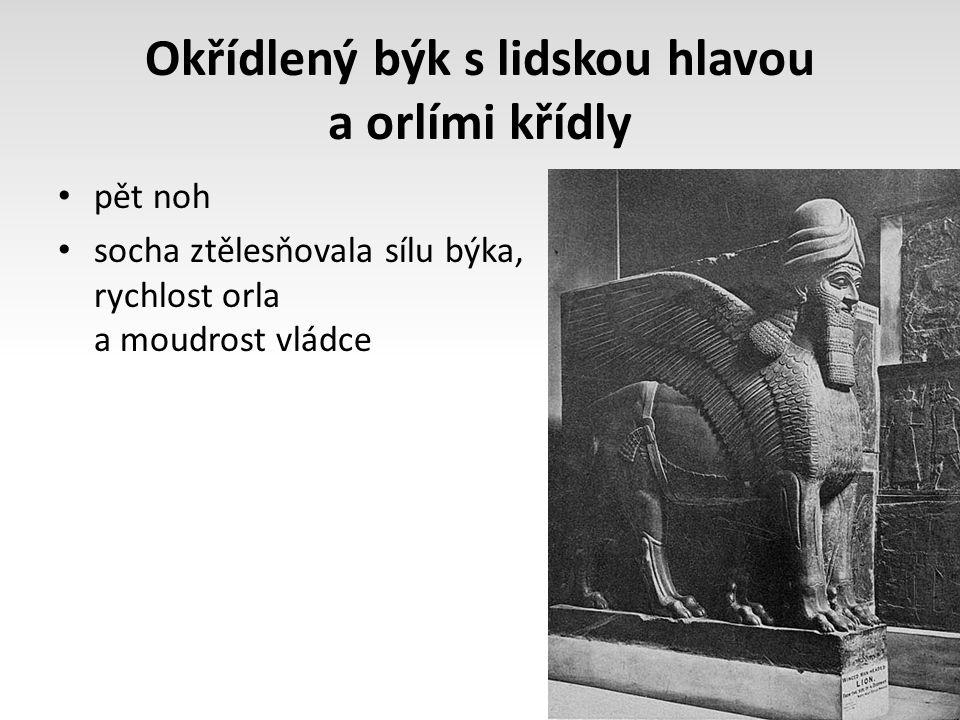 Okřídlený býk s lidskou hlavou a orlími křídly pět noh socha ztělesňovala sílu býka, rychlost orla a moudrost vládce