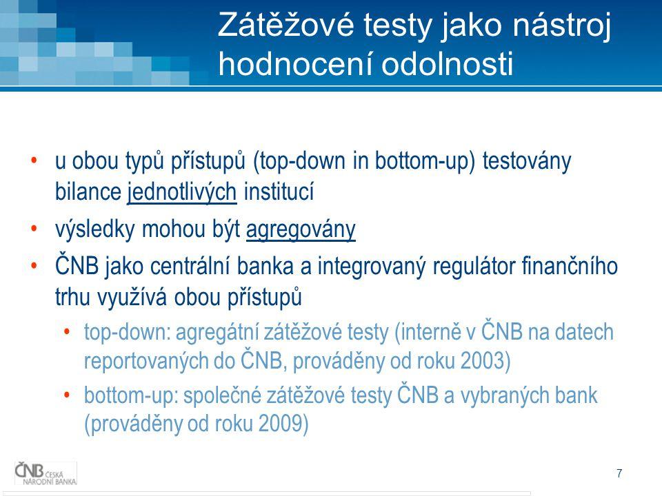 7 u obou typů přístupů (top-down in bottom-up) testovány bilance jednotlivých institucí výsledky mohou být agregovány ČNB jako centrální banka a integrovaný regulátor finančního trhu využívá obou přístupů top-down: agregátní zátěžové testy (interně v ČNB na datech reportovaných do ČNB, prováděny od roku 2003) bottom-up: společné zátěžové testy ČNB a vybraných bank (prováděny od roku 2009) Zátěžové testy jako nástroj hodnocení odolnosti