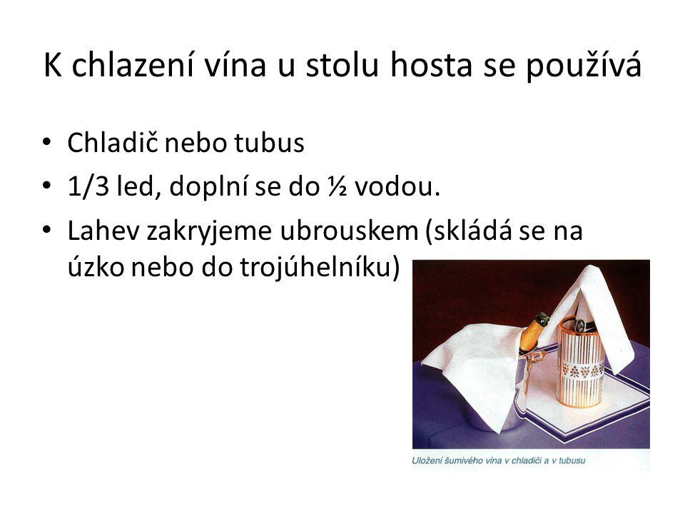 K chlazení vína u stolu hosta se používá Chladič nebo tubus 1/3 led, doplní se do ½ vodou. Lahev zakryjeme ubrouskem (skládá se na úzko nebo do trojúh