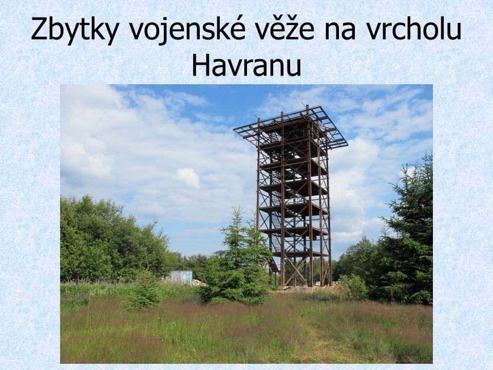 Zbytky vojenské věže na vrcholu Havranu
