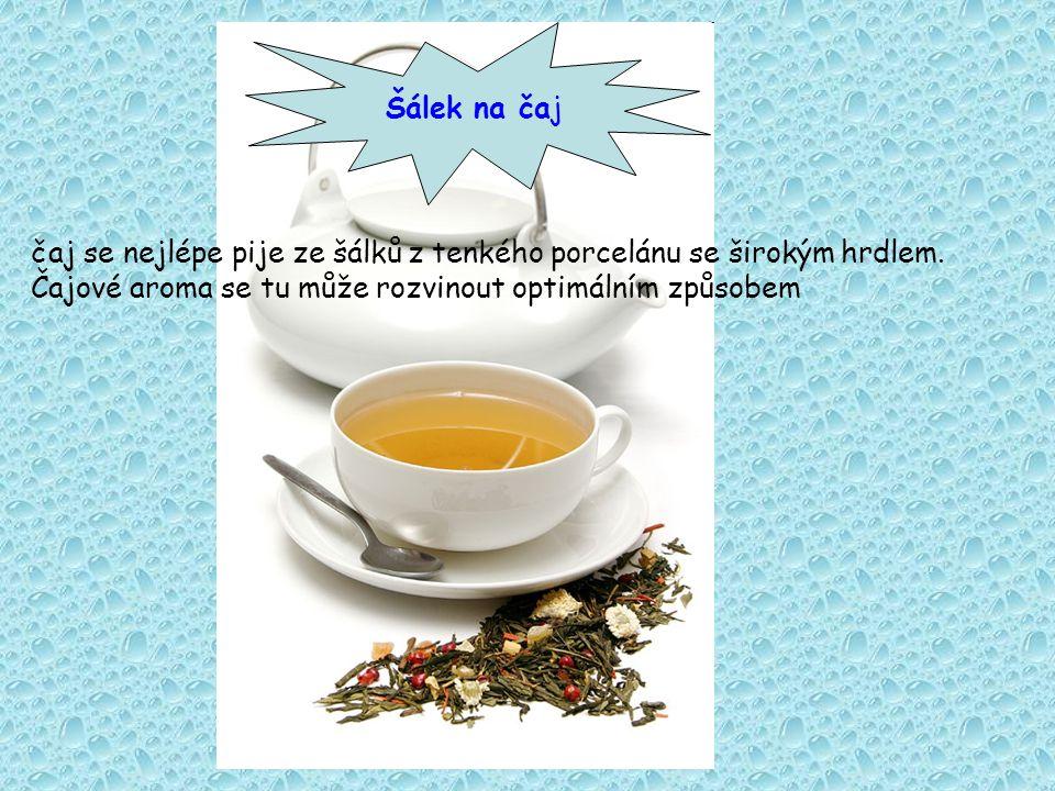 čaj se nejlépe pije ze šálků z tenkého porcelánu se širokým hrdlem.