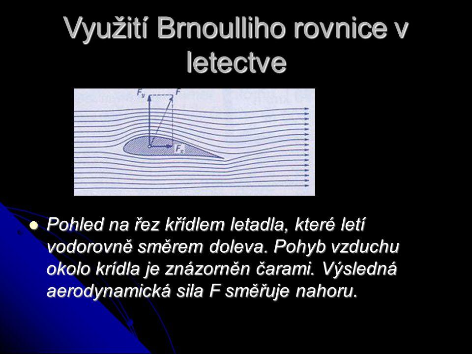 Využití Brnoulliho rovnice v letectve Pohled na řez křídlem letadla, které letí vodorovně směrem doleva.