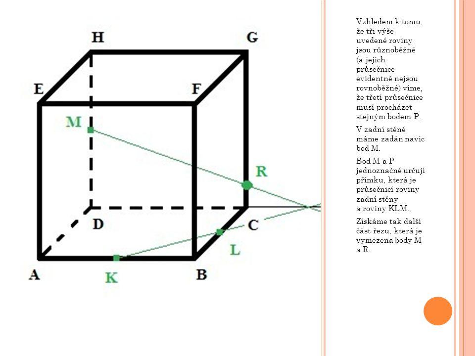 Na základě druhého pravidla můžeme najít v horní podstavě rovnoběžnou přímku SM k přímce KR ležící v dolní podstavě.