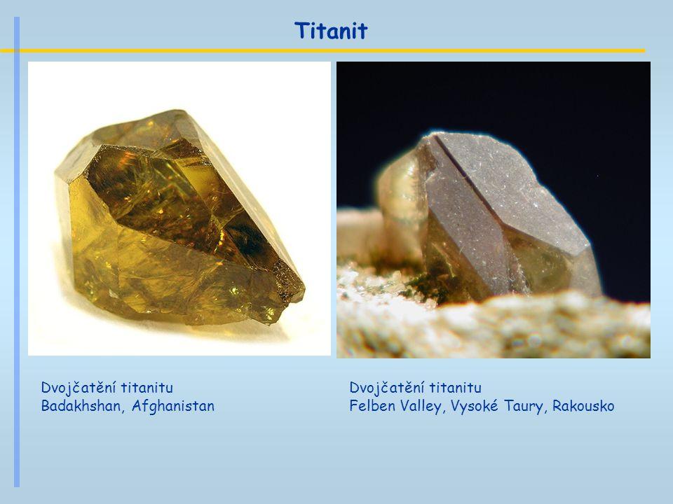 Titanit Dvojčatění titanitu Badakhshan, Afghanistan Dvojčatění titanitu Felben Valley, Vysoké Taury, Rakousko