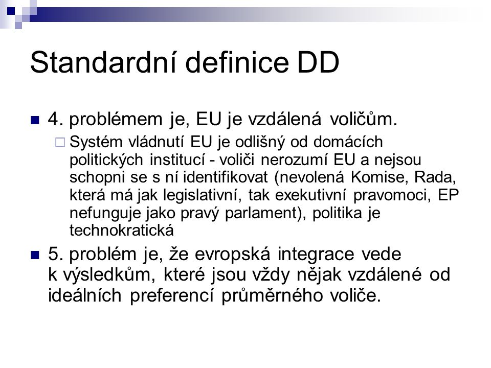 Standardní definice DD 4. problémem je, EU je vzdálená voličům.  Systém vládnutí EU je odlišný od domácích politických institucí - voliči nerozumí EU