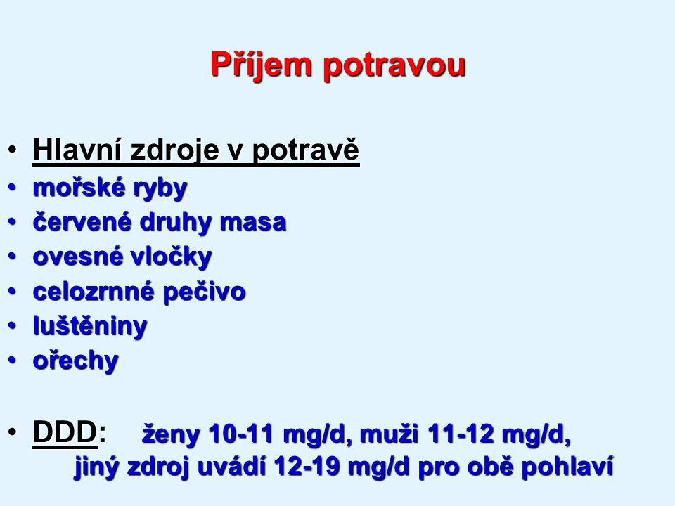 Příjem potravou Hlavní zdroje v potravěHlavní zdroje v potravě mořské rybymořské ryby červené druhy masačervené druhy masa ovesné vločkyovesné vločky celozrnné pečivocelozrnné pečivo luštěninyluštěniny ořechyořechy DDD: ženy 10-11 mg/d, muži 11-12 mg/d, jiný zdroj uvádí 12-19 mg/d pro obě pohlavíDDD: ženy 10-11 mg/d, muži 11-12 mg/d, jiný zdroj uvádí 12-19 mg/d pro obě pohlaví