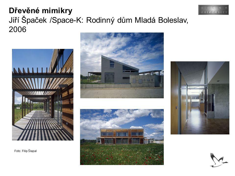 Dřevěné mimikry Jiří Špaček /Space-K: Rodinný dům Mladá Boleslav, 2006 Foto: Filip Šlapal
