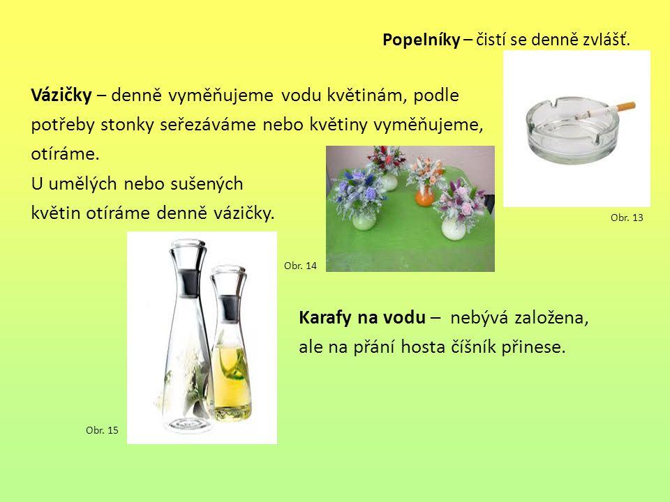 Popelníky – čistí se denně zvlášť. Vázičky – denně vyměňujeme vodu květinám, podle potřeby stonky seřezáváme nebo květiny vyměňujeme, otíráme. U umělý