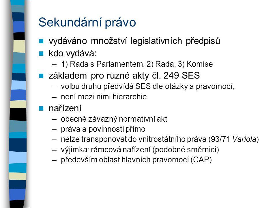Sekundární právo vydáváno množství legislativních předpisů kdo vydává: –1) Rada s Parlamentem, 2) Rada, 3) Komise základem pro různé akty čl. 249 SES