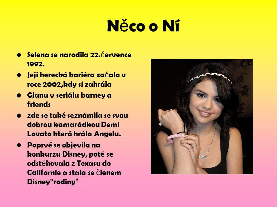 N ě co o Ní Selena se narodila 22. č ervence 1992. Její herecká kariéra za č ala v roce 2002,kdy si zahrála Gianu v seriálu barney a friends zde se ta