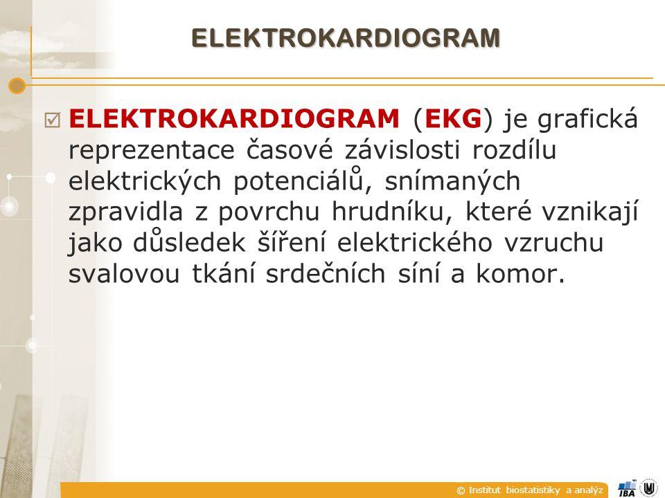 © Institut biostatistiky a analýz ELEKTROKARDIOGRAM  ELEKTROKARDIOGRAM (EKG) je grafická reprezentace časové závislosti rozdílu elektrických potenciálů, snímaných zpravidla z povrchu hrudníku, které vznikají jako důsledek šíření elektrického vzruchu svalovou tkání srdečních síní a komor.