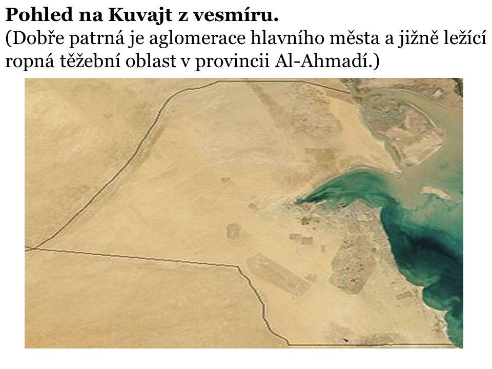 Pohled na Kuvajt z vesmíru. (Dobře patrná je aglomerace hlavního města a jižně ležící ropná těžební oblast v provincii Al-Ahmadí.)