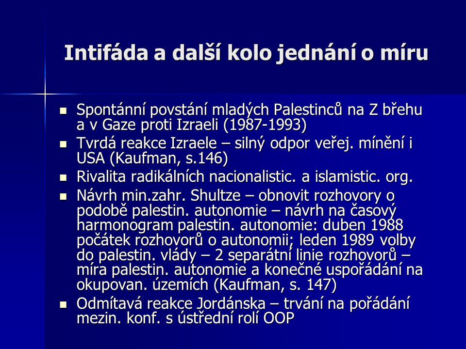 Intifáda a další kolo jednání o míru Spontánní povstání mladých Palestinců na Z břehu a v Gaze proti Izraeli (1987-1993) Spontánní povstání mladých Palestinců na Z břehu a v Gaze proti Izraeli (1987-1993) Tvrdá reakce Izraele – silný odpor veřej.