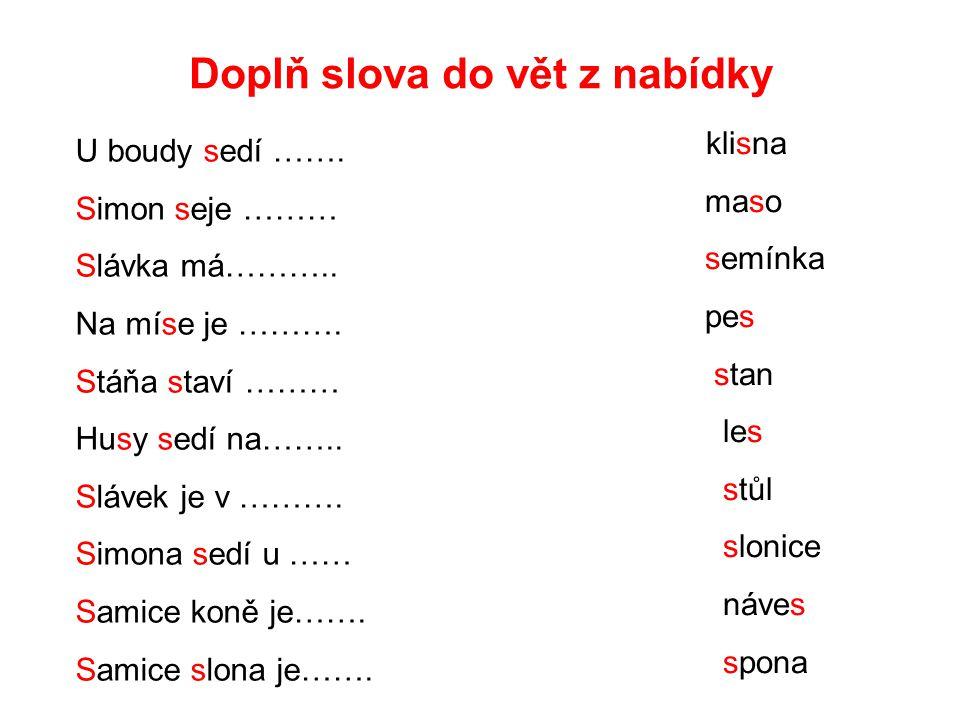 Doplň slova do vět z nabídky U boudy sedí …….Simon seje ……… Slávka má………..