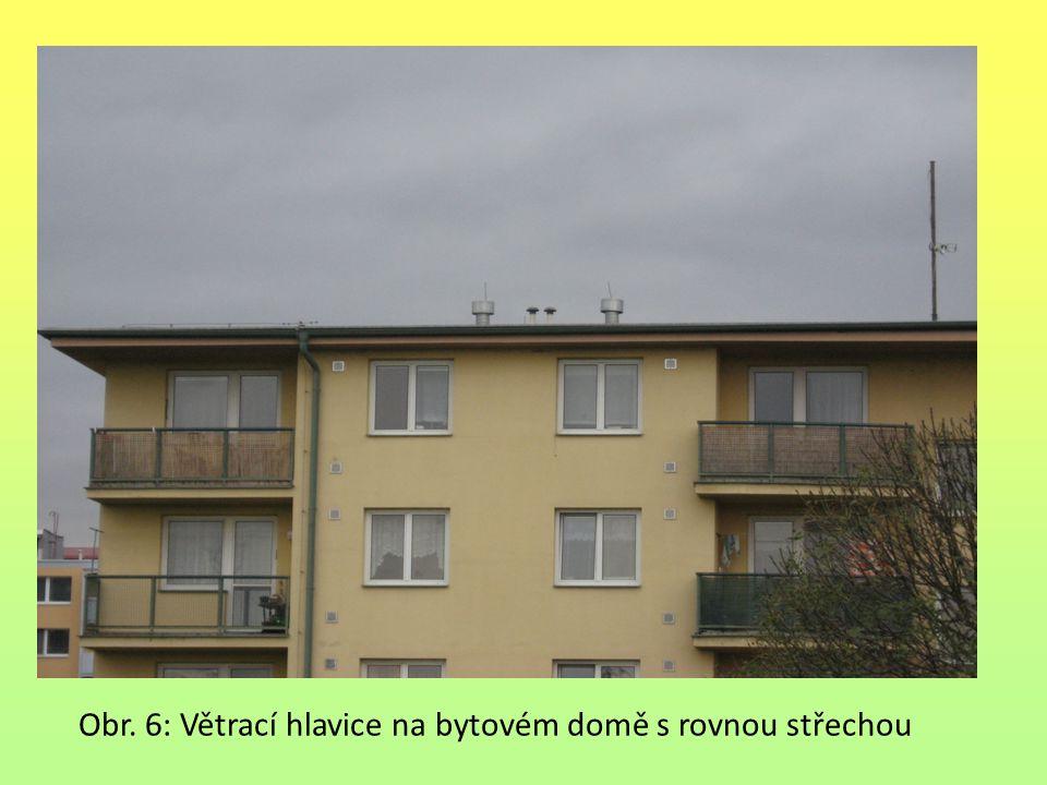 Obr. 6: Větrací hlavice na bytovém domě s rovnou střechou