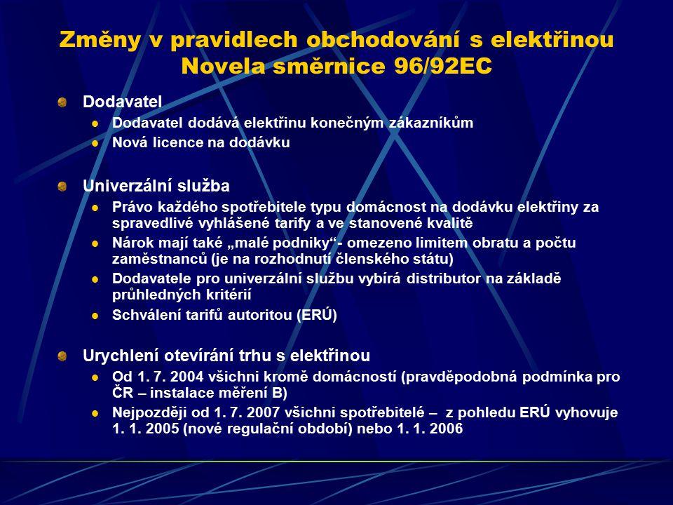 """Změny v pravidlech obchodování s elektřinou Novela směrnice 96/92EC Dodavatel Dodavatel dodává elektřinu konečným zákazníkům Nová licence na dodávku Univerzální služba Právo každého spotřebitele typu domácnost na dodávku elektřiny za spravedlivé vyhlášené tarify a ve stanovené kvalitě Nárok mají také """"malé podniky - omezeno limitem obratu a počtu zaměstnanců (je na rozhodnutí členského státu) Dodavatele pro univerzální službu vybírá distributor na základě průhledných kritérií Schválení tarifů autoritou (ERÚ) Urychlení otevírání trhu s elektřinou Od 1."""