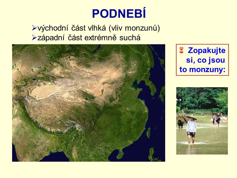 PODNEBÍ  východní část vlhká (vliv monzunů)  západní část extrémně suchá  Zopakujte si, co jsou to monzuny: