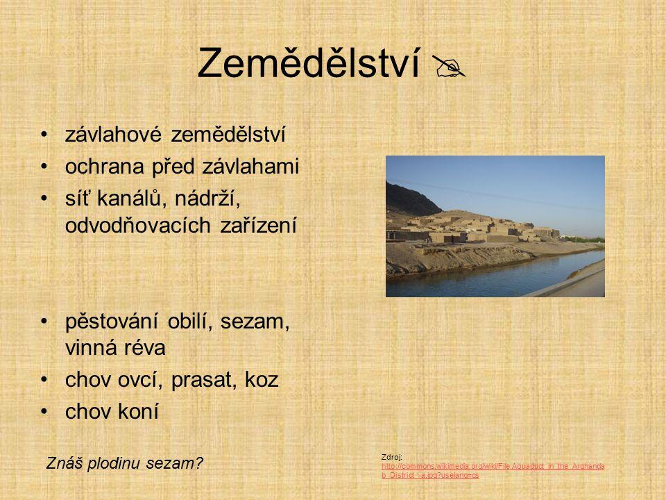 Náboženství  polyteistické – mnoho bohů nejznámější An (bůh nebe), Enlil (bůh země), Enki (bůh vody), Ištar (bohyně) chrámy – stupňovité stavby - zikkuraty Zdroj:http://commons.wikimedia.org/wiki/File:Ziggurat.svg?uselang=cs