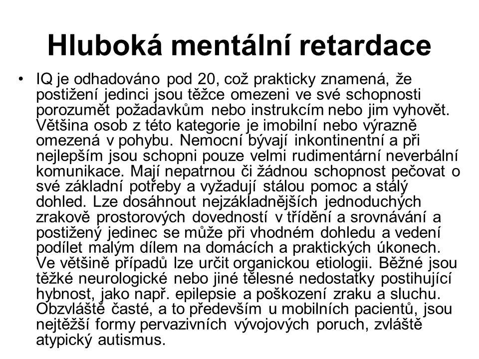 Hluboká mentální retardace IQ je odhadováno pod 20, což prakticky znamená, že postižení jedinci jsou těžce omezeni ve své schopnosti porozumět požadavkům nebo instrukcím nebo jim vyhovět.