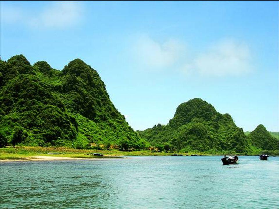 Jeskyně je více než 6 kilometrů dlouhá Schované v mini Dolině-jungle, čtvrtinu míle pod povrchem