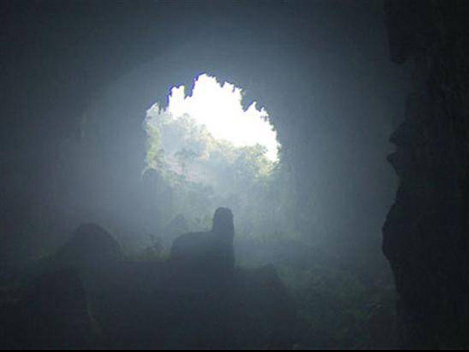 Vidíme, že část jeskyně se kdysi zhroutila…