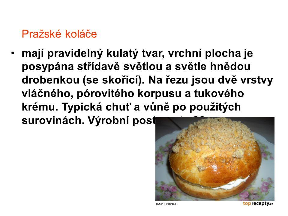 Pražské koláče mají pravidelný kulatý tvar, vrchní plocha je posypána střídavě světlou a světle hnědou drobenkou (se skořicí). Na řezu jsou dvě vrstvy