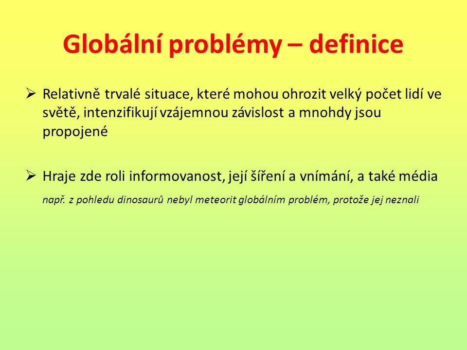 Globální problémy – definice  Relativně trvalé situace, které mohou ohrozit velký počet lidí ve světě, intenzifikují vzájemnou závislost a mnohdy jso