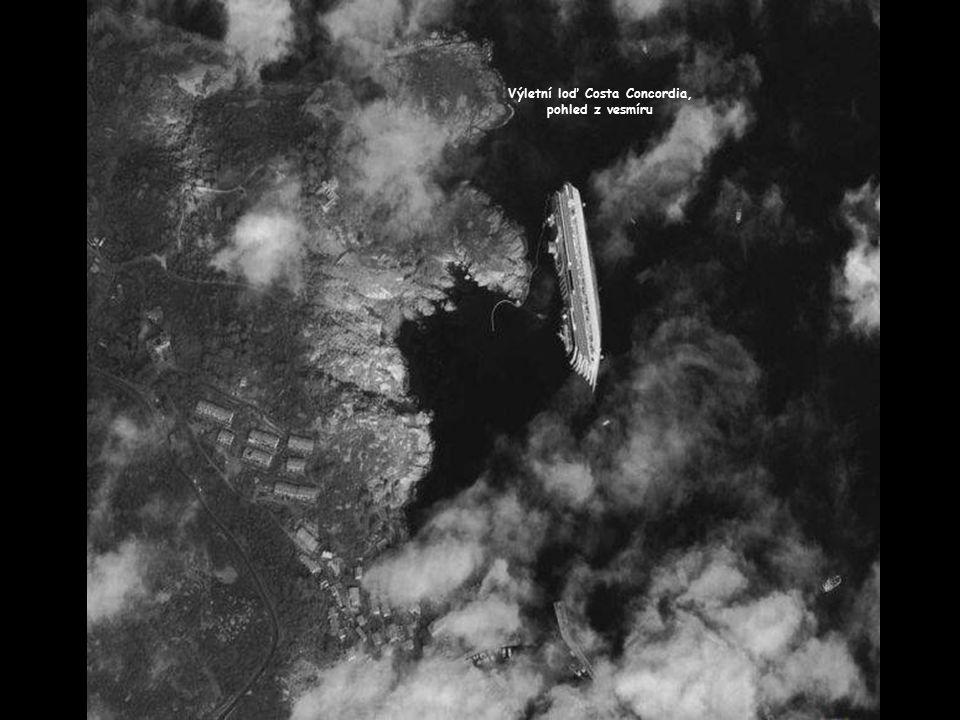 Výletní loď Costa Concordia, pohled z vesmíru