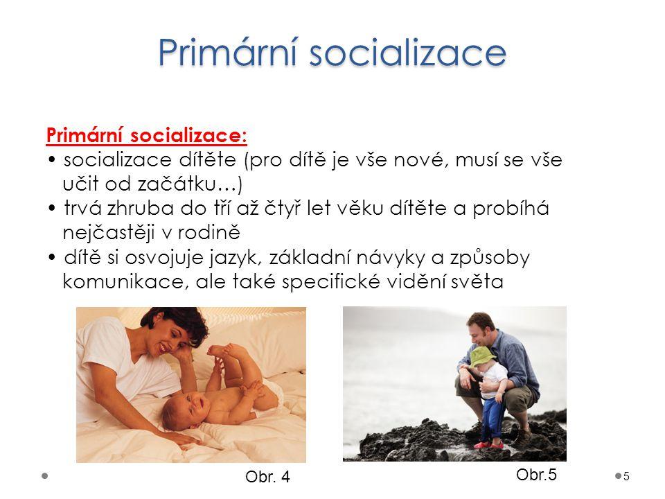 """Sekundární socializace 6 Sekundární socializace: probíhá jak v rodině, tak i v dalších skupinách celoživotní proces při změně rolí se musíme přizpůsobit, """"dosocializovat do změněných poměrů (např."""