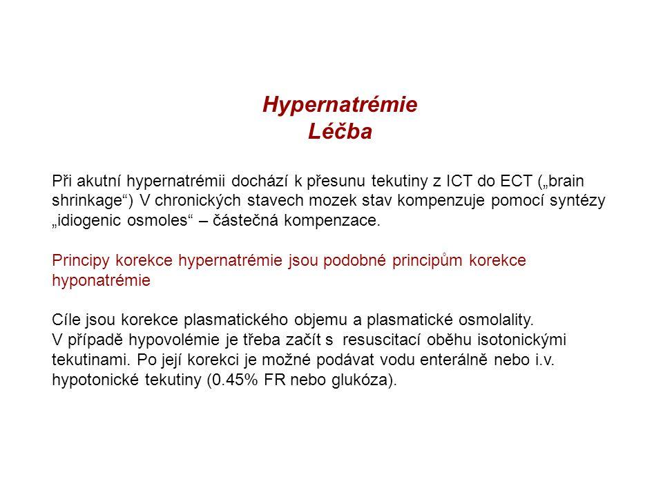 """Hypernatrémie Léčba Při akutní hypernatrémii dochází k přesunu tekutiny z ICT do ECT (""""brain shrinkage"""") V chronických stavech mozek stav kompenzuje p"""