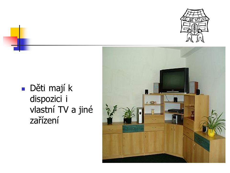 Děti mají k dispozici i vlastní TV a jiné zařízení