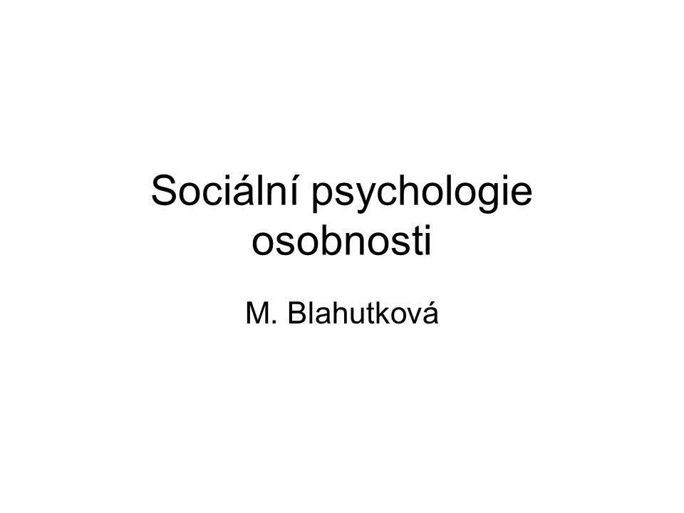 Sociální psychologie osobnosti Hledání konzistence v lidském konání podmíněné předpokládanou existencí stabilních individuálních charakteristik psychologické povahy V psychologii osobnosti – platnost na úrovni jedinců V sociální psychologii – primární determinace lidského chování