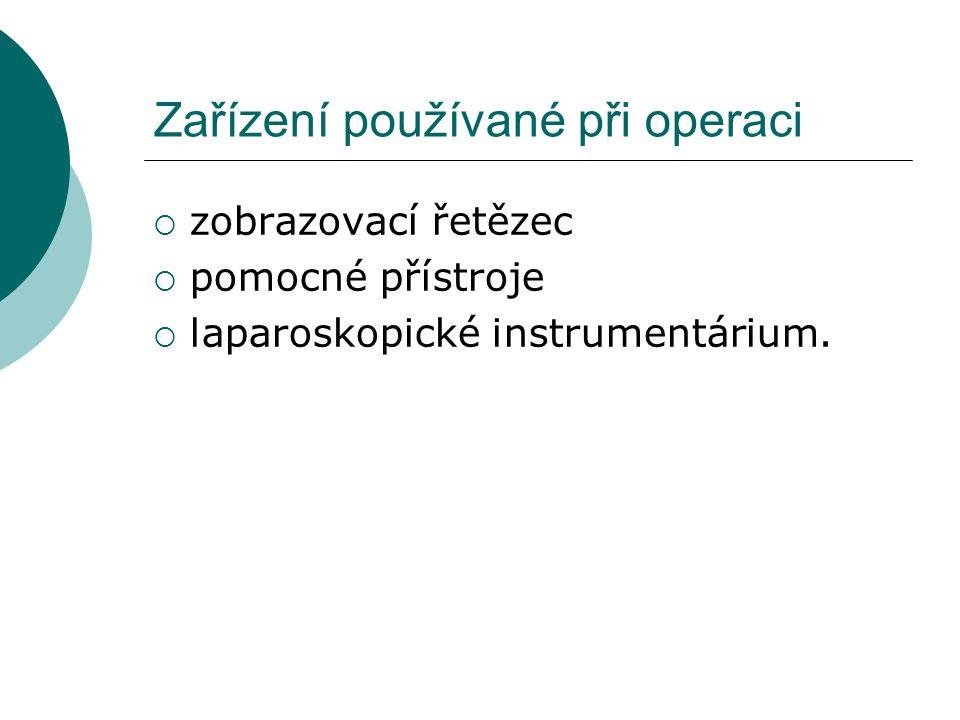 Zařízení používané při operaci  zobrazovací řetězec  pomocné přístroje  laparoskopické instrumentárium.