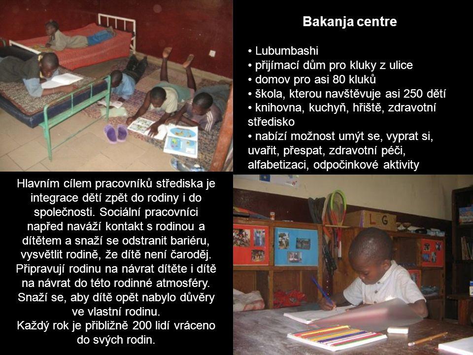 Bakanja centre Lubumbashi přijímací dům pro kluky z ulice domov pro asi 80 kluků škola, kterou navštěvuje asi 250 dětí knihovna, kuchyň, hřiště, zdrav