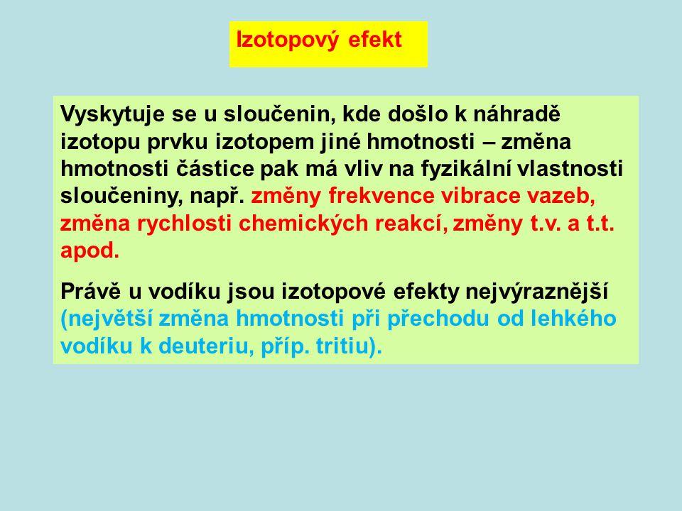 Vyskytuje se u sloučenin, kde došlo k náhradě izotopu prvku izotopem jiné hmotnosti – změna hmotnosti částice pak má vliv na fyzikální vlastnosti sloučeniny, např.