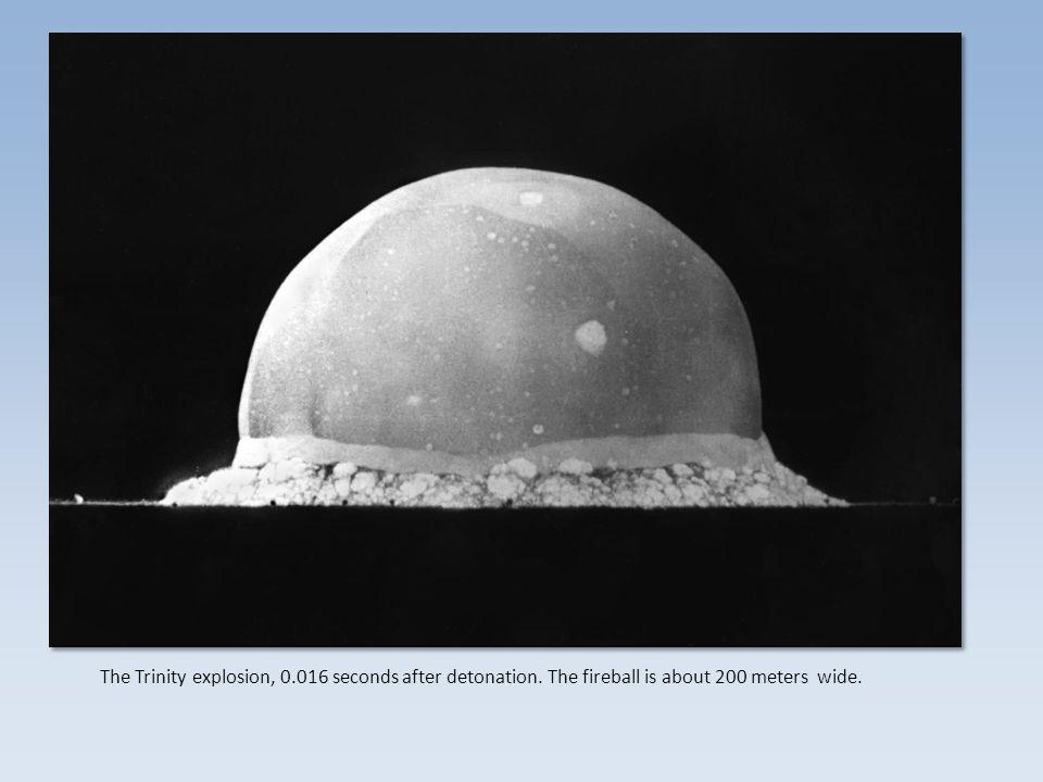 """Elektromagnetická separace Elektromagnetická separace – velký """"hmotnostní spektrometr , vysoká účinnost, extrémně malá výtěžnost Difuze Difuze – kaskádové separátory navzájem odděleny diafragmou Centrifugace Centrifugace – stovky až tisíce kaskád centrifug Laserová separace Laserová separace – jemně vyladěný laser ionizuje pouze molekuly s jedním izotopem, následuje elektromagnetická či chemická separace The Trinity explosion, 0.016 seconds after detonation."""