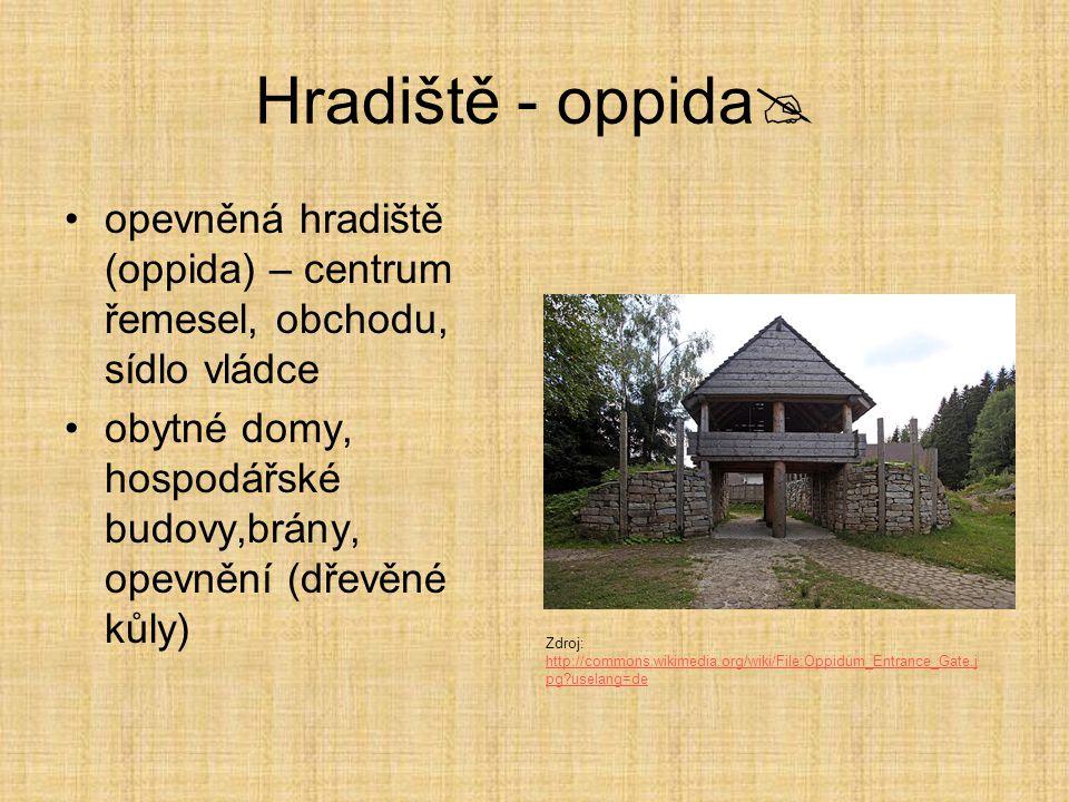 Hradiště - oppida  opevněná hradiště (oppida) – centrum řemesel, obchodu, sídlo vládce obytné domy, hospodářské budovy,brány, opevnění (dřevěné kůly)
