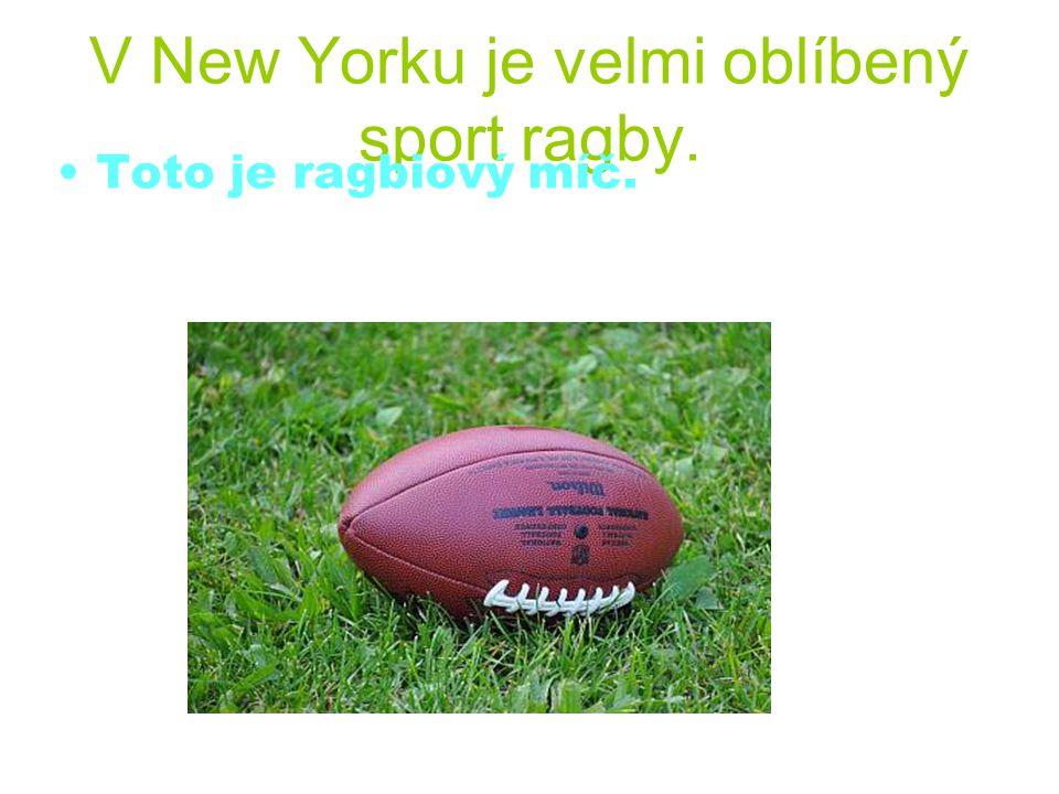 V New Yorku je velmi oblíbený sport ragby. Toto je ragbiový míč.