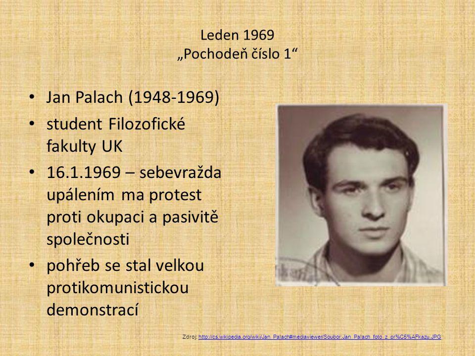 """Leden 1969 """"Pochodeň číslo 1 Jan Palach (1948-1969) student Filozofické fakulty UK 16.1.1969 – sebevražda upálením ma protest proti okupaci a pasivitě společnosti pohřeb se stal velkou protikomunistickou demonstrací Zdroj: http://cs.wikipedia.org/wiki/Jan_Palach#mediaviewer/Soubor:Jan_Palach_foto_z_pr%C5%AFkazu.JPGhttp://cs.wikipedia.org/wiki/Jan_Palach#mediaviewer/Soubor:Jan_Palach_foto_z_pr%C5%AFkazu.JPG"""