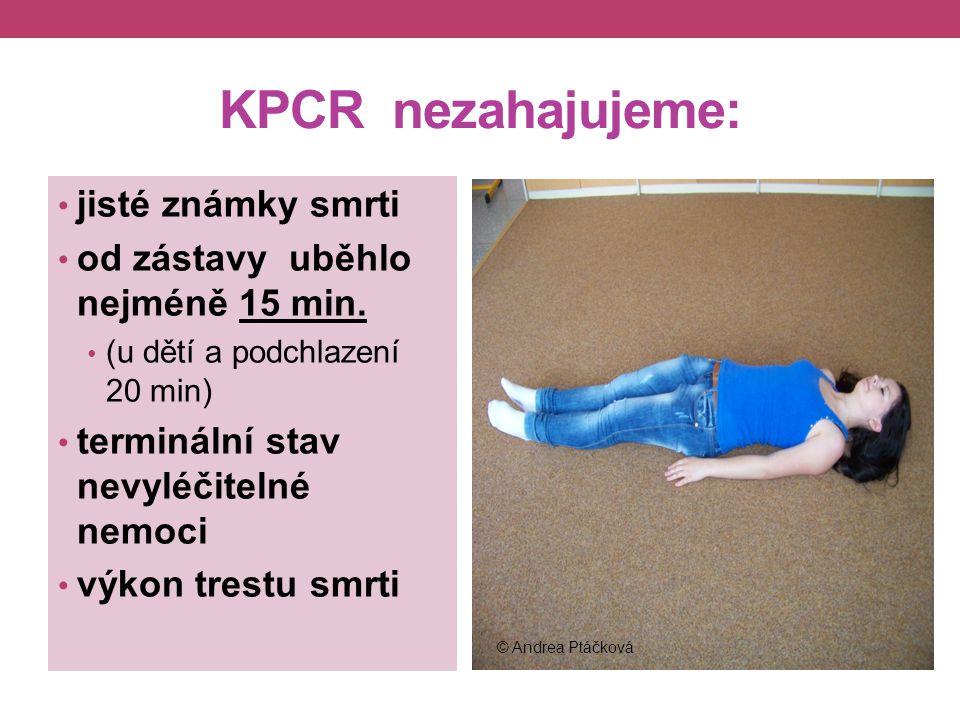 KPCR zahajujeme: bezvědomí zástava dýchání nehmatný pulz rozšířené (fixované) zornice ! je-li tepová frekvence u dospělého ↓ 40/min u dětí ↓60/min. ©