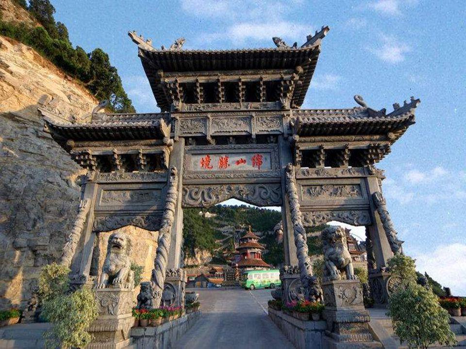 Shanxi, Č ína M ě sto postavené V horách Shan To je úžasné a musíme se ptát, jak, pro č a kdy se jim to poda ř ilo.