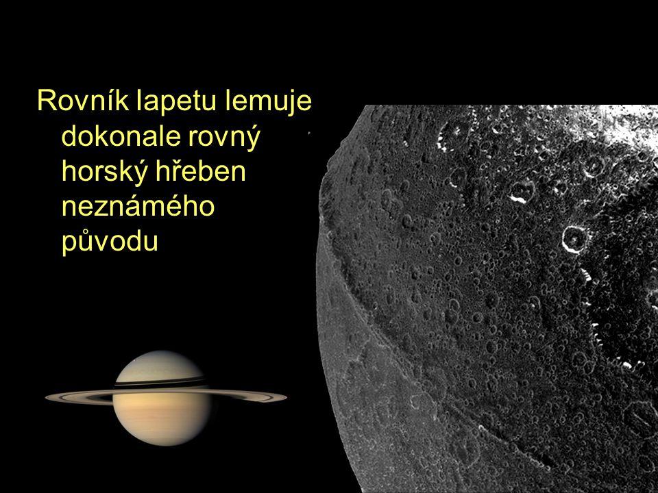 Rovník Iapetu lemuje dokonale rovný horský hřeben neznámého původu
