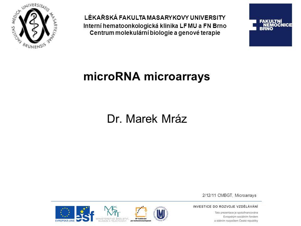 Nepřímé značení: Značen je produkt reverzní transkripce či RT-PCR Výhody: cDNA je pak stabilní a lze uchovat, Pre-amplifikace a tím snadnější detekce méně exprimovaných miRNA 1/ značení revezního transkriptu miRNA Reverzní transkripce pomocí náhodných 8-merů značených 2 biotiny (3'-(N)8 – (A)12-biotin-(A)12-biotin-5' (Liu et al., 2004) Reverzní transkripce pomocí náhodných neznačených 7-merů, následně označeny s pomocí terminální transferázy a biotin-dideoxy-UTP (Sun et al., 2004) Nebezpečí chyb z nespecifické vazby primeru 2/ značení produktu RT-PCR Výhoda: snadná pre-amplifikace Dva adaptory fluorescenčně-značený primer (k adaptoru) (Miska et al., 2004) Nevýhoda: antisense strand přítomen při hybridizaci Rešením je různá délka sense a antisense ->PAGE (Baskerville, 2005) 3/ značení in vitro transkriptu Jeden z adaptorů je promotor T7 RNA polymerázy (Barad et al.