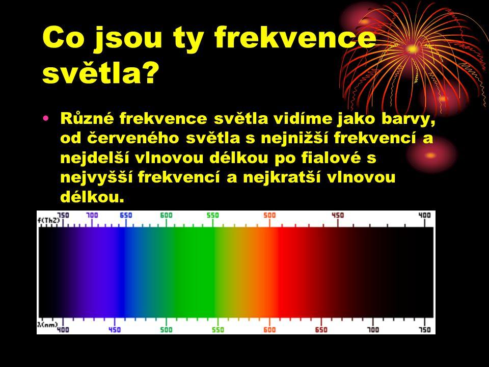 Co jsou ty frekvence světla? Různé frekvence světla vidíme jako barvy, od červeného světla s nejnižší frekvencí a nejdelší vlnovou délkou po fialové s